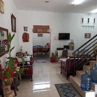 Ruang keluarga rumah dalam komplek 3 lantai 3 kamar tidur di Jl. Karsa depan kantor BPJS Kesehatan Medan