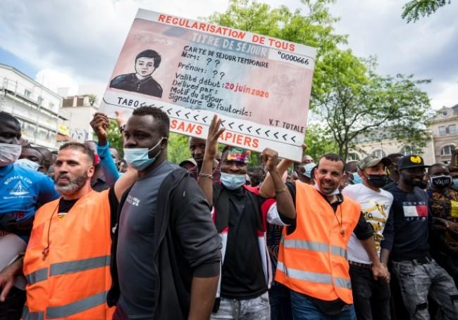 VIDEO : Une marche nationale de clandestins met le cap sur l'Élysée «Français, il va être temps de dire stop aux envahisseurs»