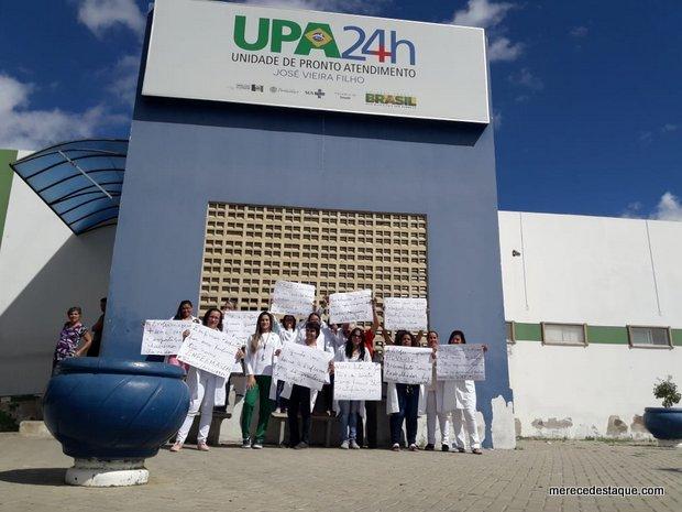 Técnicos de enfermagem realizam protesto e iniciam paralisação, em Santa Cruz do Capibaribe