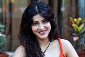 Shruti-Haasan-roped-in-for-Sangamithra-Andhra-talkies