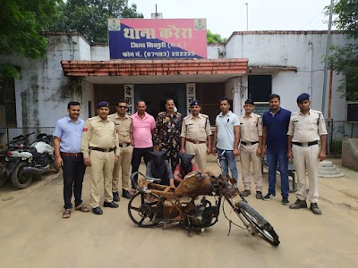 लूट के मामले में दो आरोपियों सहित जली हुई मोटरसाइकिल बरामद | Karera News
