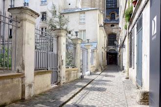 Paris : Passage Saint Paul, pittoresque impasse du Marais à l'ombre de l'église Saint-Paul-Saint-Louis - IVème
