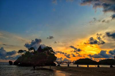 Keindahan Pantai Balekambang Malang Selatan Jawa Timur