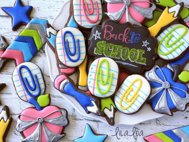 Sugar cookies that look like paper clips -- tutorial