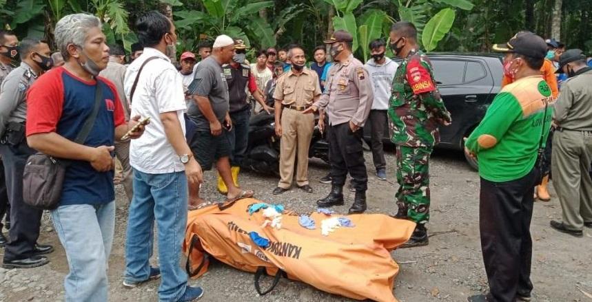 Polisi Evakuasi Mayat Terapung di Sungai Serayu