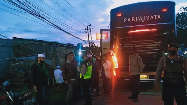 Polisi Adang Bus Massa FPI dari Pandeglang-Lebak yang Mau Aksi 1812