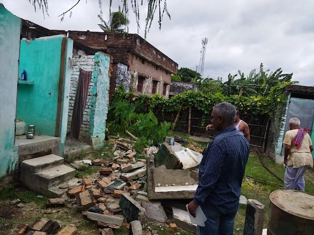 शिवनगर में अतिक्रमित सरकारी जमीन को किया खाली, टूट गया शौचालय