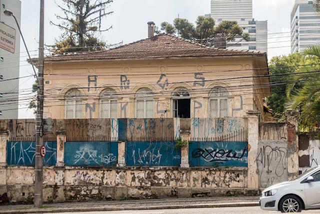 Uma das casas de Bernardo Augusto da Veiga