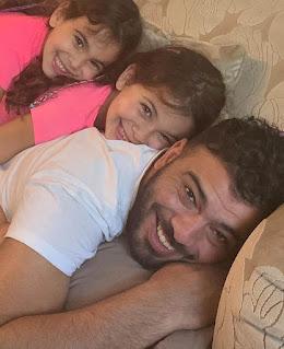 عماد متعب مع بناته