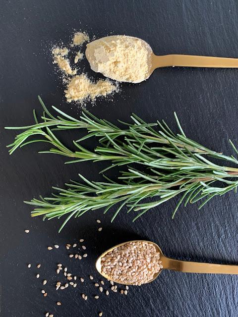 Kichererbsen-Würfel mit Rosmarin, Rezept, glutenfrei, vegan, schnell, einfach, Proteine, pflanzliches Eiweiß, Ballastoffe, Mineralstoffe, Snack, Fingerfood, Kichererbsenmehl