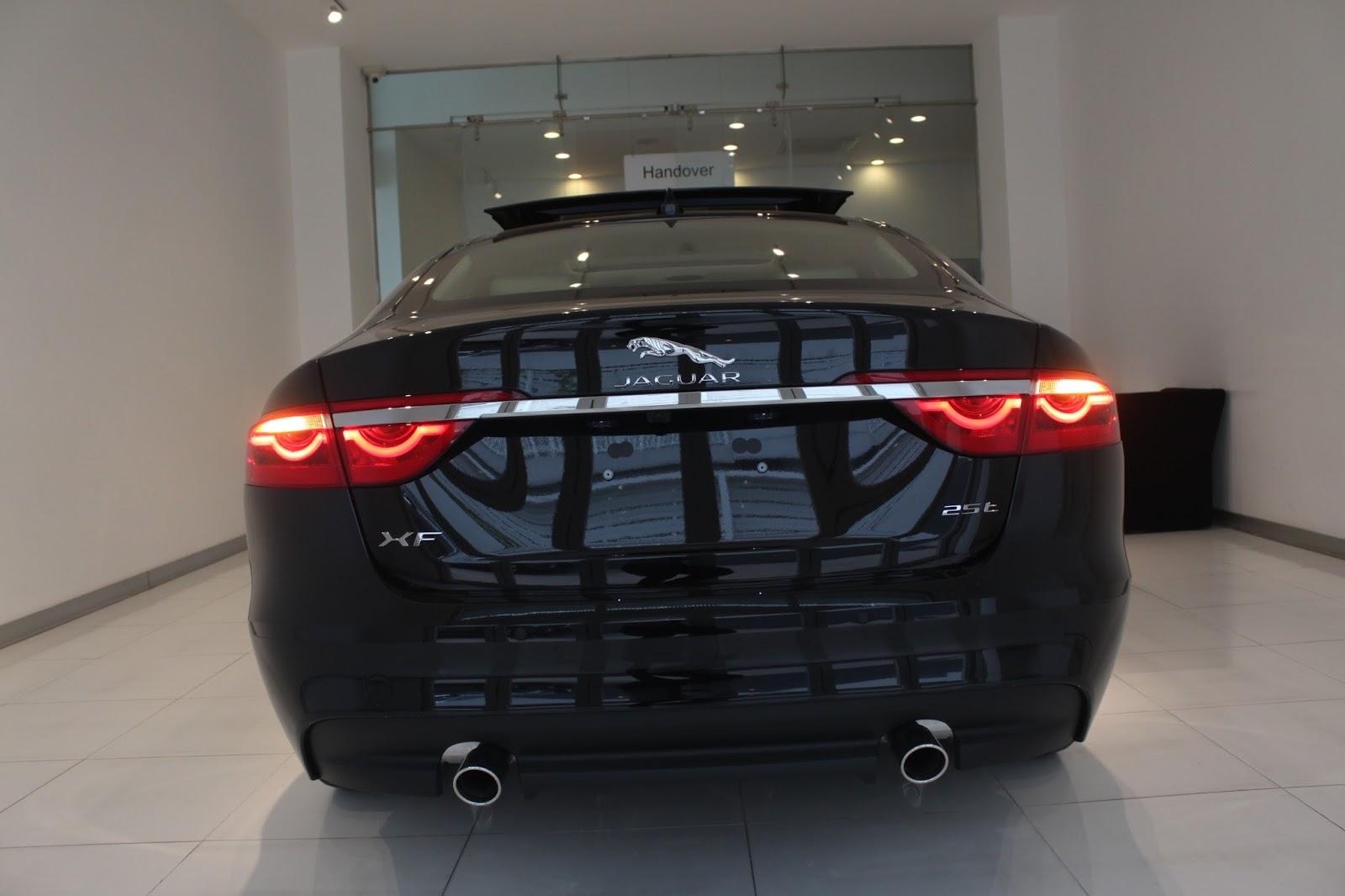 Giá bán chính thức của Jaguar XF 2.0 rẻ nhất Việt Nam