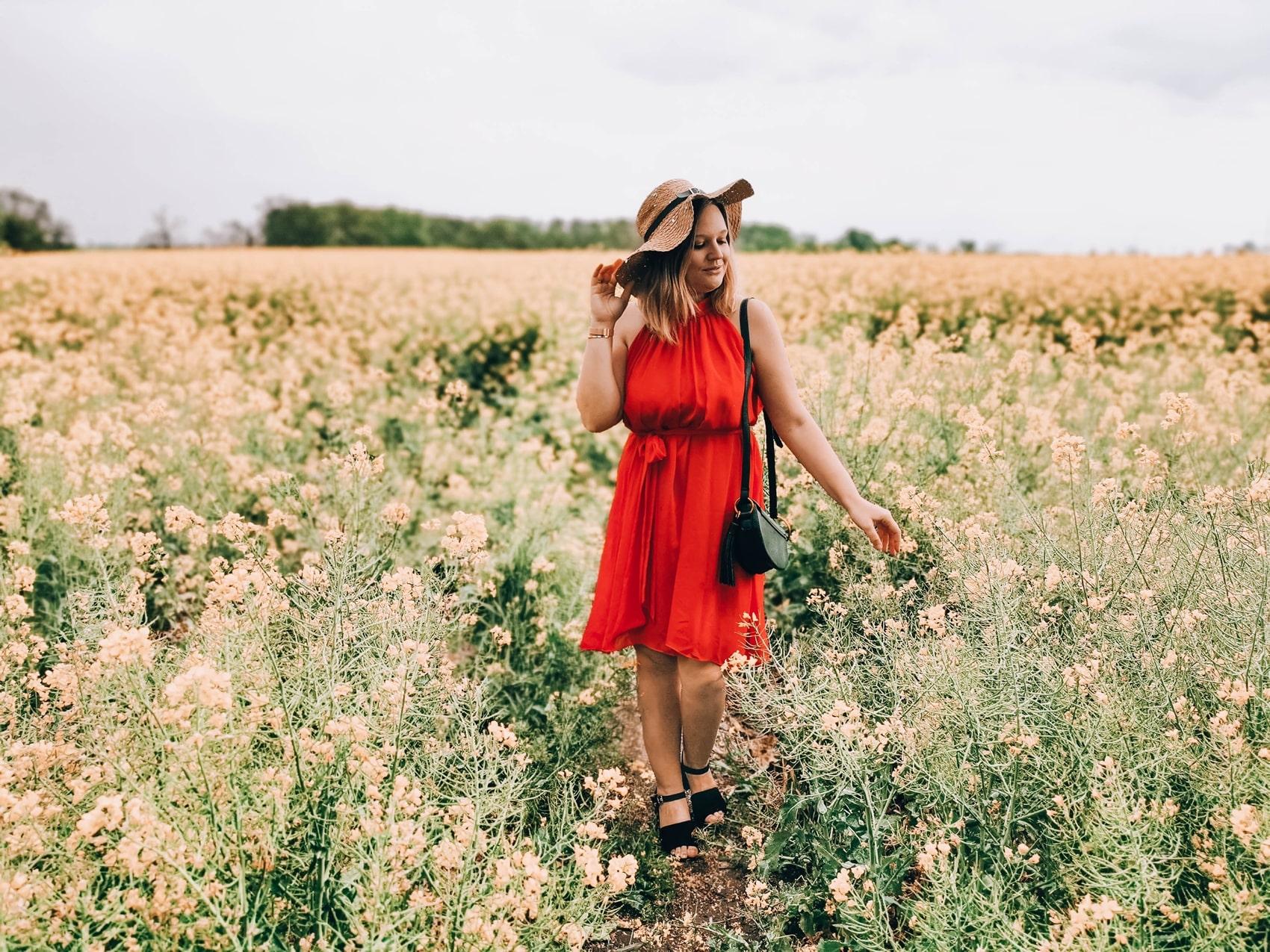 wiosna_rzepak_sukienka_kapelusz