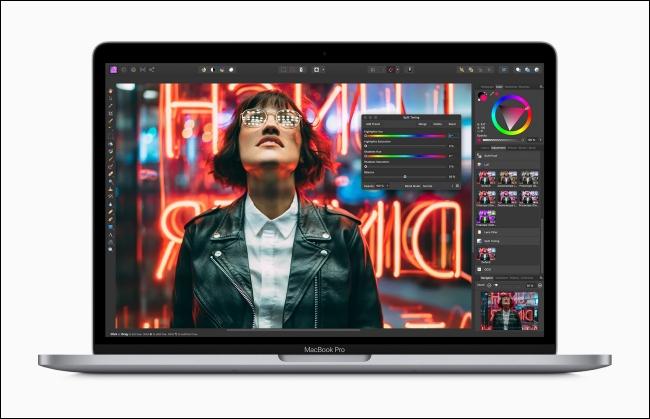 يعرض Apple MacBook Pro تطبيق تحرير الصور