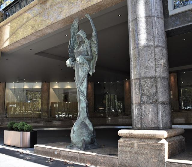 Sydney Public Art | Sheraton Grand Sydney Hyde Park sculpture
