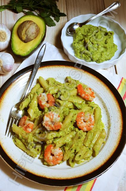hiperica di lady boheme blog di cucina, ricette gustose, facili e veloci. Ricetta pasta con avocado e gamberetti
