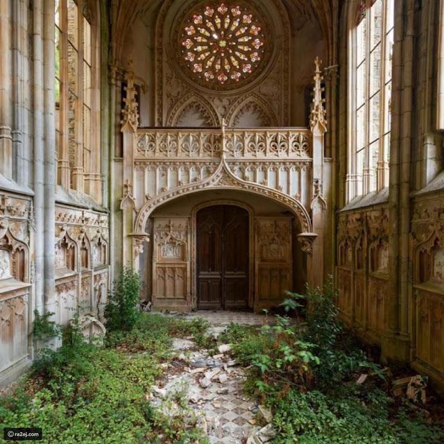 كنيسة وحيدة مهجورة، فرنسا