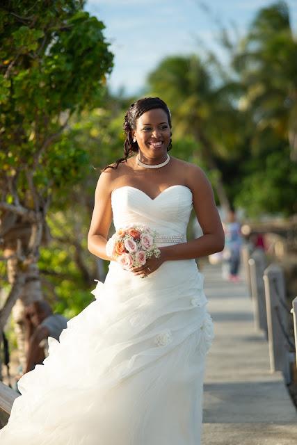 Guadeloupe la créole beach le Gosier mariage portrait mariée