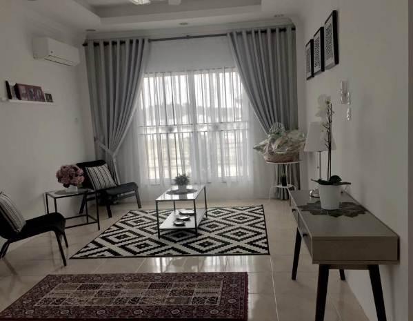 Ruang Tamu rumah minimalis type 45 Dengan Gorden Modern