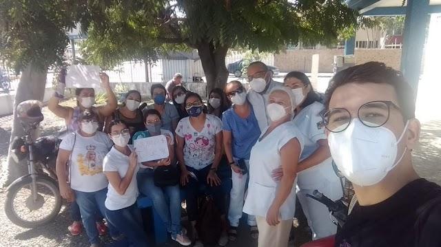 Auxiliares e Técnicos de Enfermagem paralisam atividades e fazem mobilização em Santa Cruz do Capibaribe