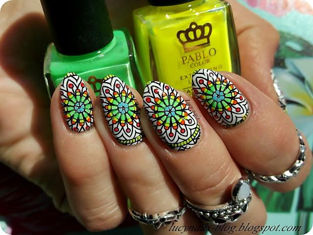 kolorowe-mandale-na-paznokciach