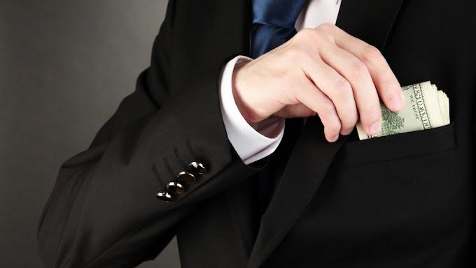 """Adóhatósági és bankfelügyeleti """"segítség"""" ígéretével akarták becsapni egy cég képviselőit"""