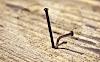 Um prego não remove outro: o que o retira é o martelo que o pregou