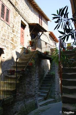 Scalinate e case antiche del Borgo di Bomarzo