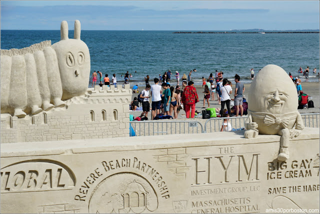 """Humpty Dumpty"" en el Festival de Esculturas de la Playa de Revere"