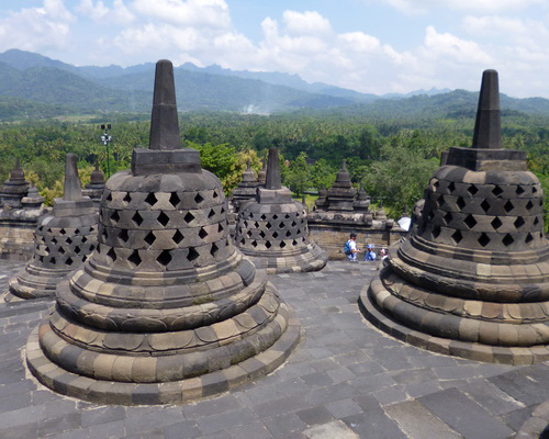 Travel.Tinuku.com Borobudur Temple, the largest Buddhist architecture to glorify Buddha with 2672 relief and 504 statues