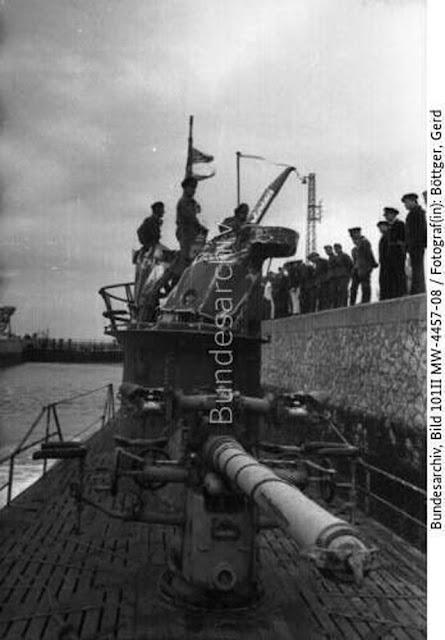 U-333 arrives in port on 26 May 1942 worldwartwo.filminspector.com