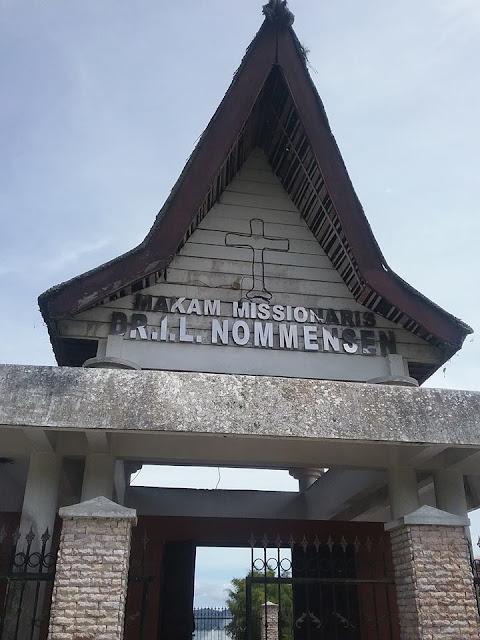 Makam Misionaris batak DR.IL.Nommensen di Sigumpar kabupaten Toba samosir