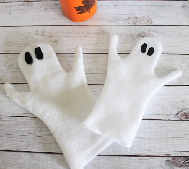 Step by step tutorial and video on how to make your own felt ghost puppets for Halloween and fall puppet shows.  Great for toddlers, preschool and school age children.
