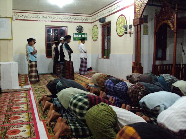 Dua Jamaah dalam satu Masjid