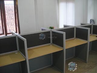 Meja Partisi Kantor Modern Minimalis + Furniture Semarang