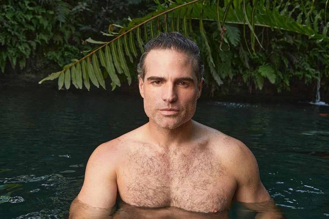 Roberto Manrique desnudos en el rio