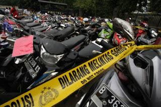 Inilah kendaran-kendaraan hasil pencurian yang diamankan kepolisian. Cek dan bisa diambil di Polsek.