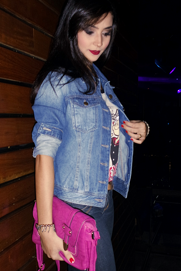 Look do Dia: Fashion e Divertido Desfile Jeans T-shirt desenho Nitielle Mendes