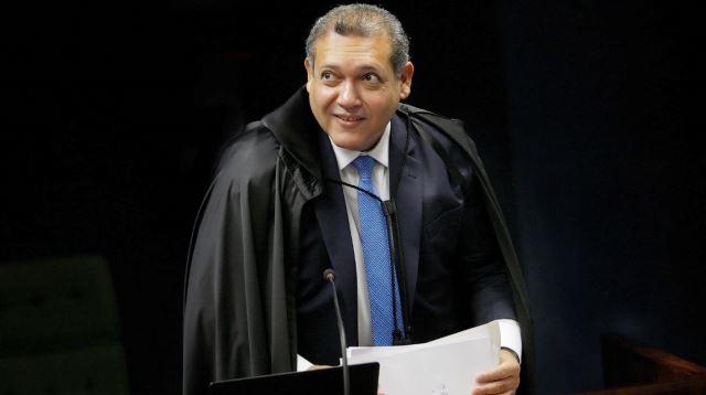 Ministro do STF decide que a fé que salva deve matar na pandemia