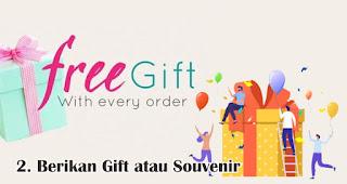 Berikan Gift atau Souvenir Untuk Pembelian Tertentu merupakan salah satu tips jitu promosi di akhir tahun
