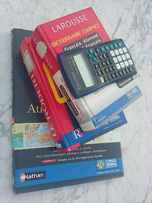 Trois livres et une calculatrice