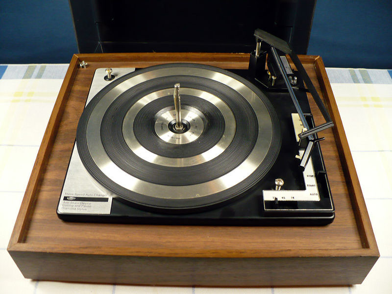 List of Turntables to Avoid and the Reasons Why : vinyl