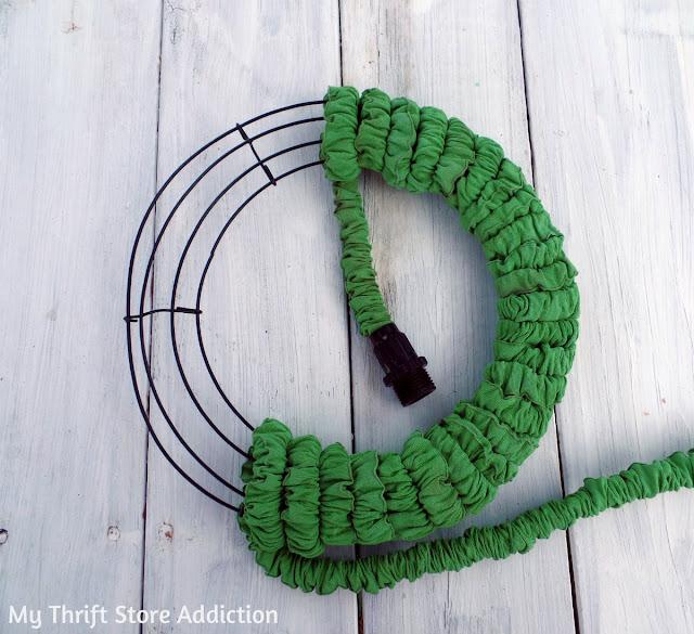 15 minute repurposed garden hose wreath