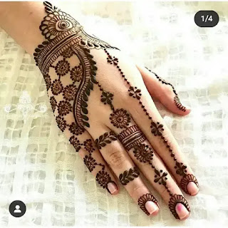Small_flowers_with_chain_henna_design