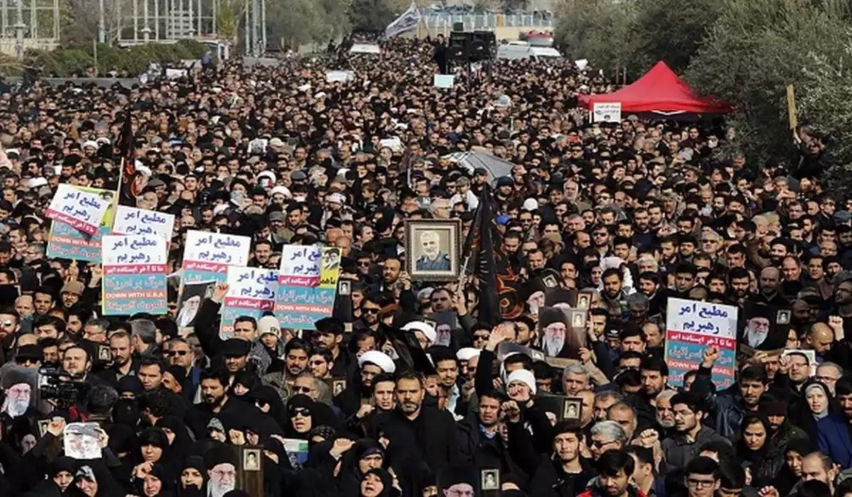 «Θάνατος στην Αμερική» φώναζαν οι Ιρακινοί στη κηδεία του Σουλεϊμανί