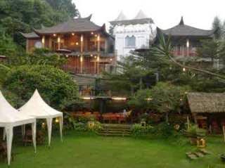Rumah Stroberi Lembang untuk keluarga dan rapat/meeting