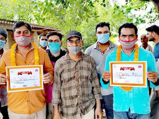 #JaunpurLive : जिलाधिकारी  ने सफाई कर्मी को किया सम्मानित