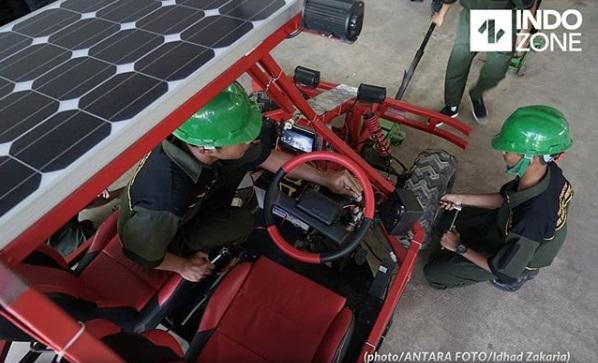 Molisma  dan panel surya yang diletakan di atas atap mobil