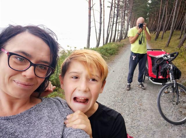 rodzinka na rowerach