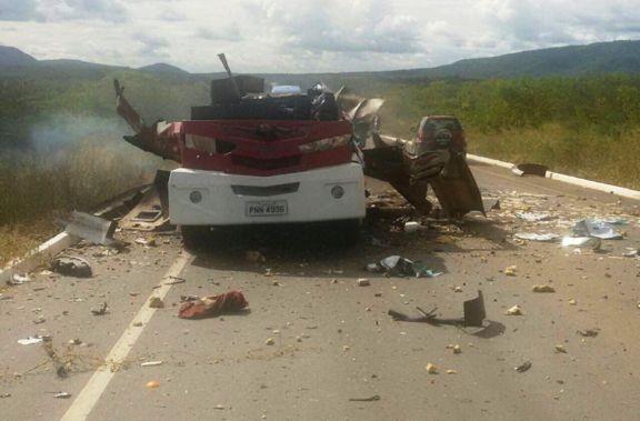 Carro forte é dinamitado por marginais em rodovia do Ceará