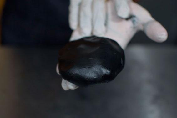 Cómo pintar fondant NEGRO y ROJO fácil (con tono profundo)